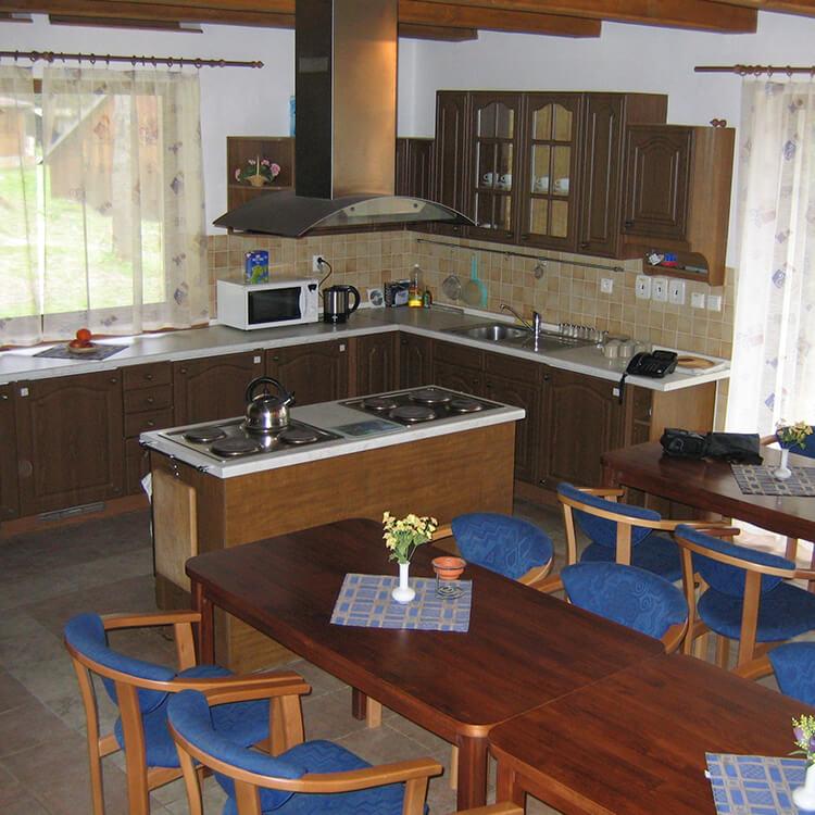 ubytovanie-cingov-chata-stefani-kuchyna